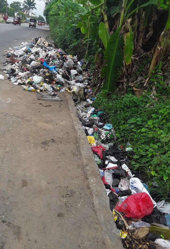 Waste accumulates at the roadside in Uyo, Nigeria (photo: Camillius Ekujere)