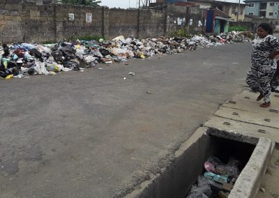 Uncollected waste blocks drains and causes flooding in Uyo, Nigeria (photo: Camillius Ekujere)