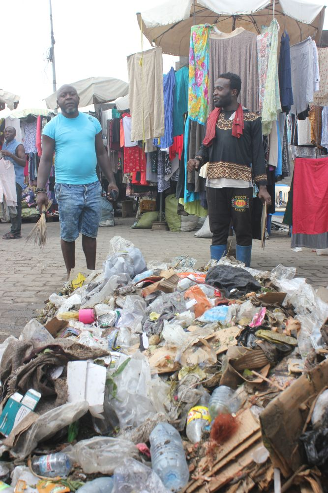 Mixed waste from the marketplace in Douala, Cameroon