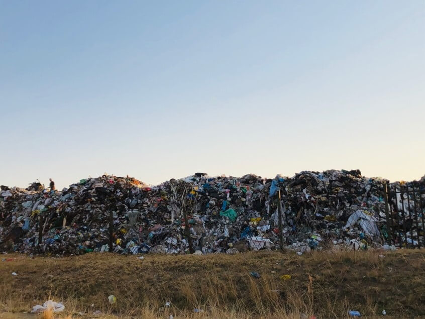 Uncovered and uncompacted waste at a South African landfill site